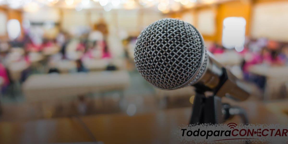 Como Conectar Un Microfono A Un Altavoz